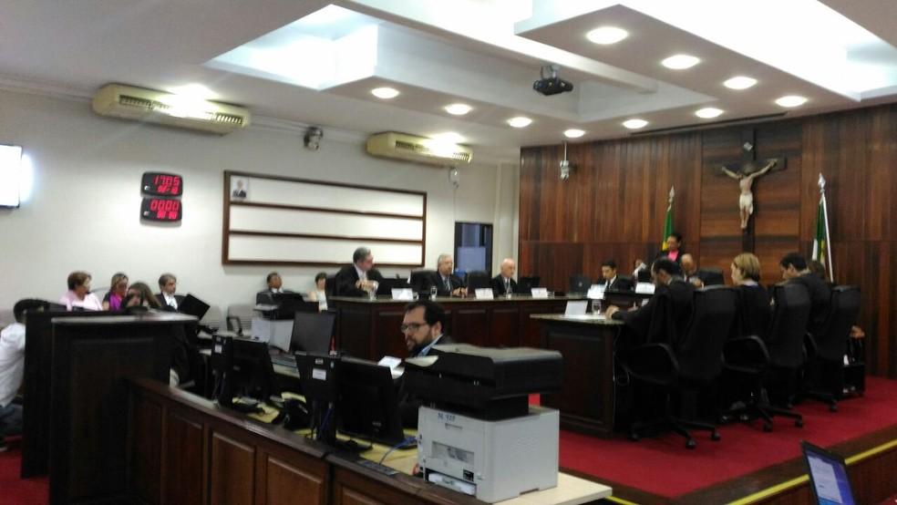 Desembargadores durante sessão do pleno do TRE (Foto: Fernanda Zauli/G1)