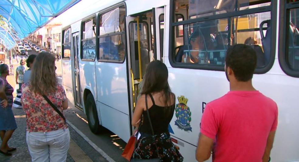 Ônibus da Suzantur em São Carlos (Foto: Reprodução/ EPTV)