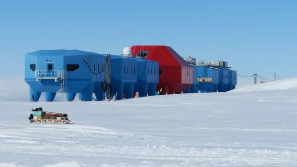 A estação Halley é conhecida por ser base para pesquisas sobre a camada de ozônio — Foto: BAS/Thomas Barningham
