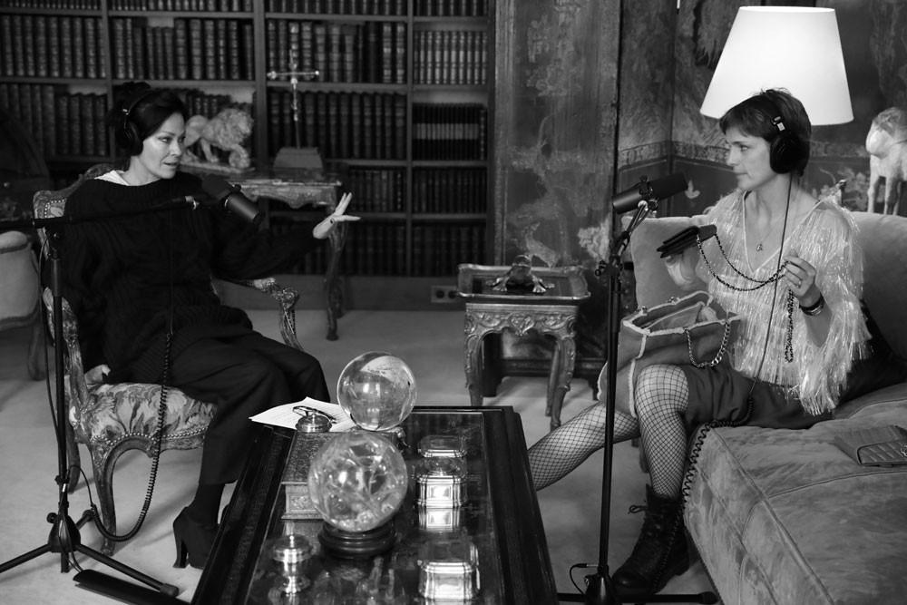 Amanda Harlech e Stella Tennant em conversa para série de podcasts da Chanel (Foto: Divulgação/Frederic David)