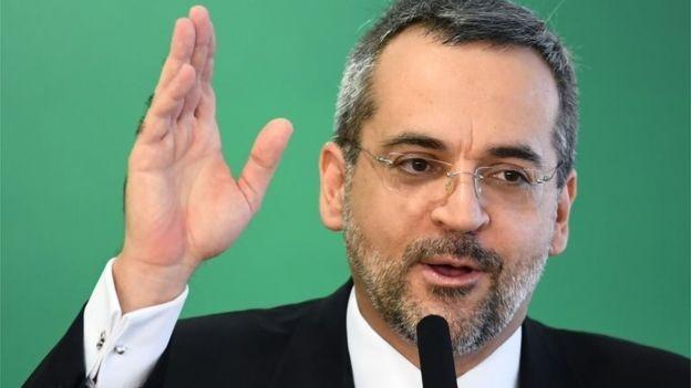 Ministro disse que contingenciamento será de 3,4% sobre orçamento total das universidades e institutos federais (Foto: EVARISTO SA / AFP via BBC)