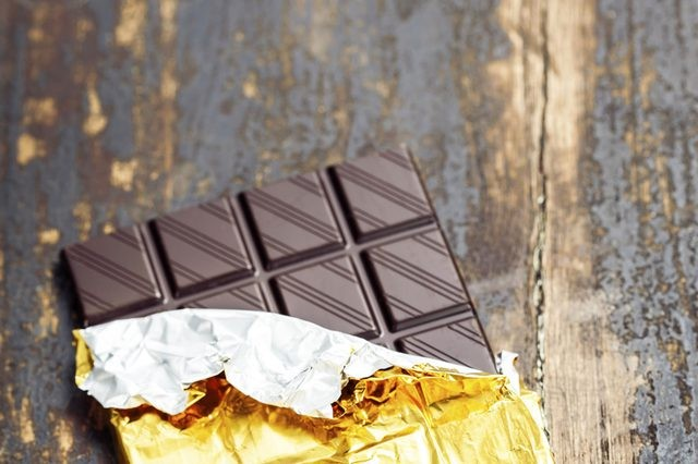Especialistas afirmam que o chocolate amargo é a melhor opção (Foto: iStock)