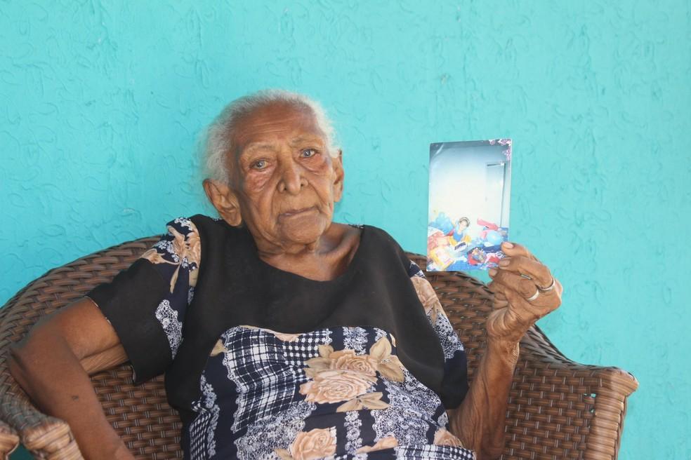 Avó de Monalysa Alcântara é uma das mais orgulhosas pela vitória da neta (Foto: Gilcilene Araújo/G1)
