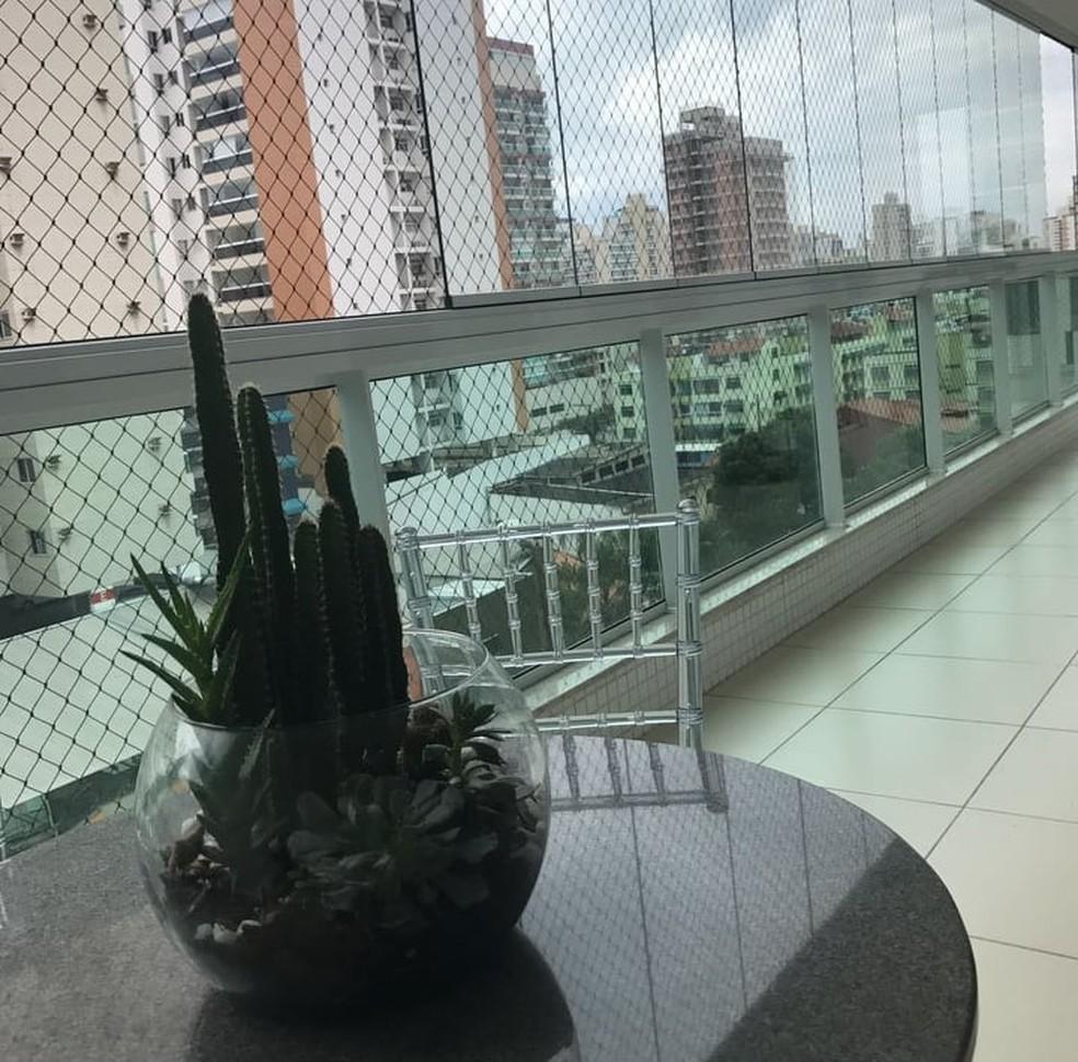 Varanda do apartamento de Girlene (Foto: Divulgação/Sá Cavalcante)