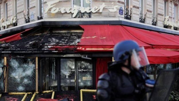 """Ministro afirmou que manifestnates """"estão procurando por violência e estão lá para semear o caos em Paris"""" (Foto: AFP/GETTY IMAGES via BBC)"""