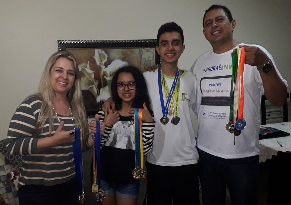 Guilherme ao lado da família  — Foto: André Rodrigues / G1
