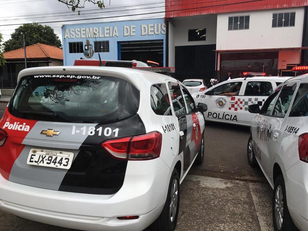 Velório de Daniel Alves de Lima, de 32 anos, é realizado na sede da Igreja Assembleia de Deus, no Jardim Monte Alto — Foto: Stephanie Fonseca/G1