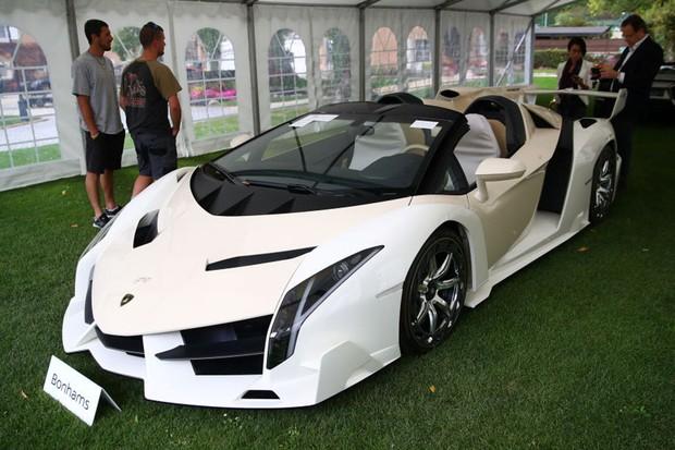 Este Lamborghini Veneno Roadster foi leiloado por mais de US$ 8 milhões (Foto: Reuters)