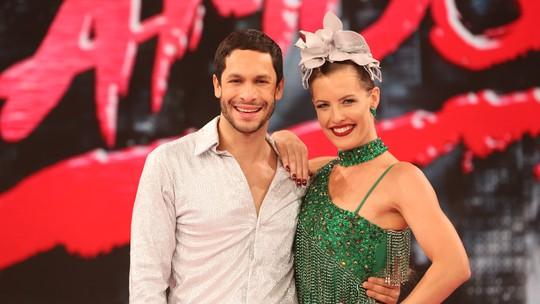 Rainer Cadete comemora terceiro lugar no 'Dança dos Famosos' e ouve de Juliana Valcézia: 'Amigo pra vida'