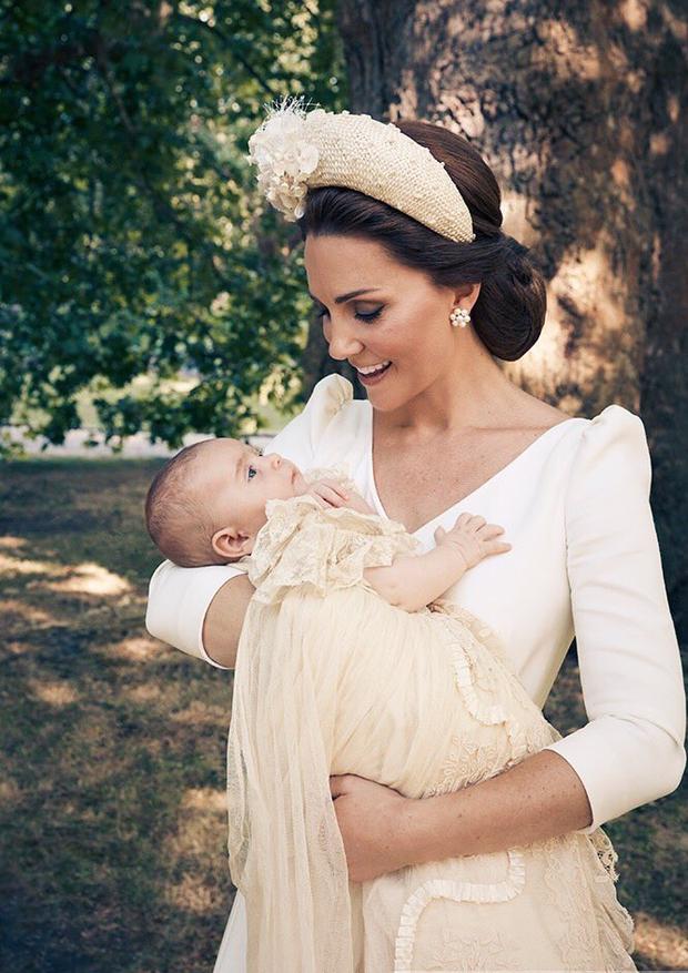 Fotos do batizado de príncipe Louis (Foto: Reprodução/Twitter: @kensingtonroyal)