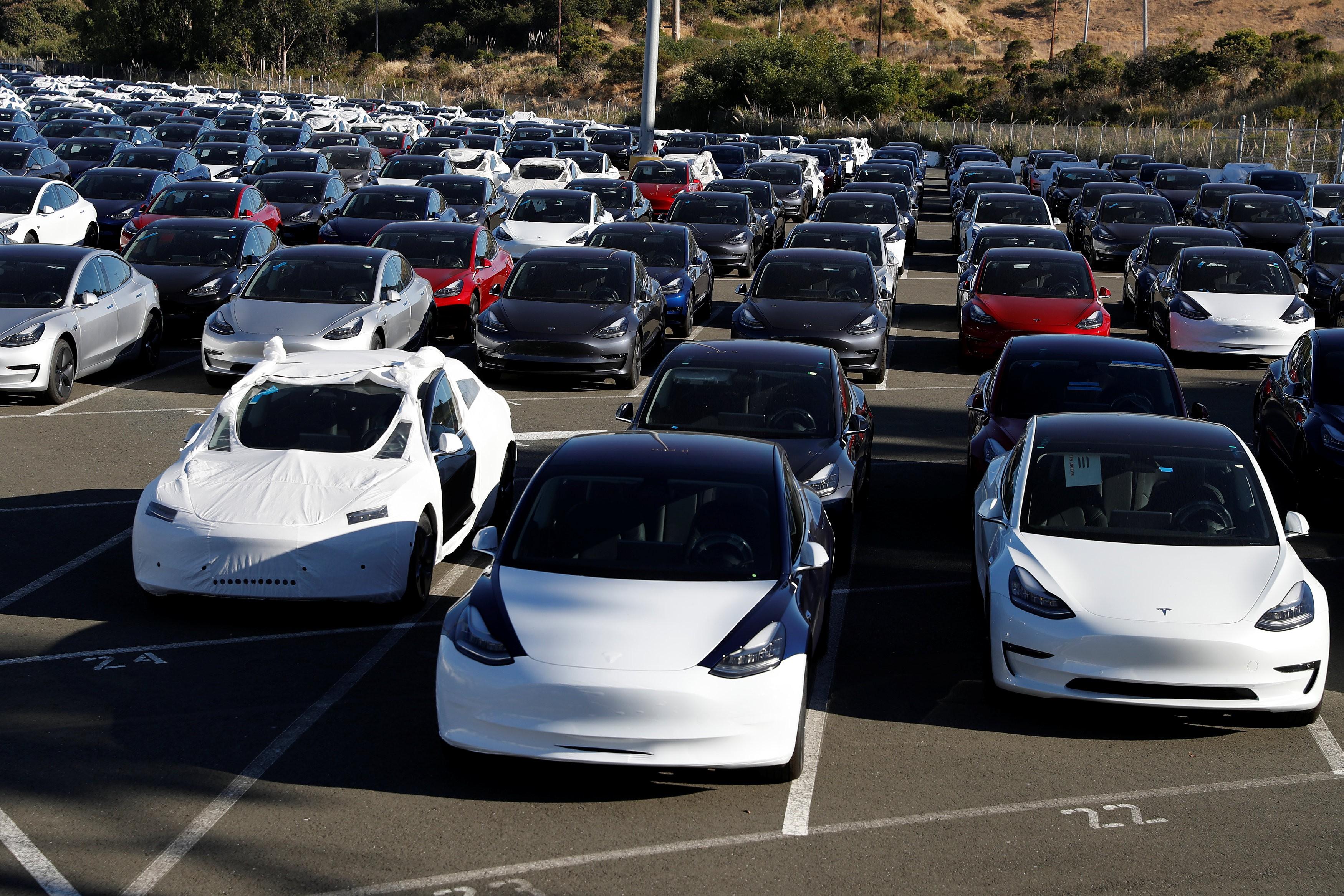 Tesla anuncia recall de 14 mil carros e demissão de 7% dos funcionários
