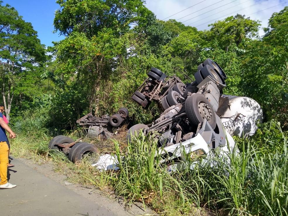 Acidente com caminhão na BR-415 deixa um morto, no sul da Bahia  — Foto: Redes Sociais