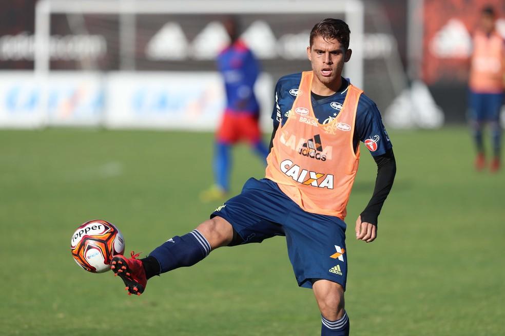 Cuéllar vai para Brasília com o grupo do Flamengo (Foto: Gilvan de Souza/Flamengo)