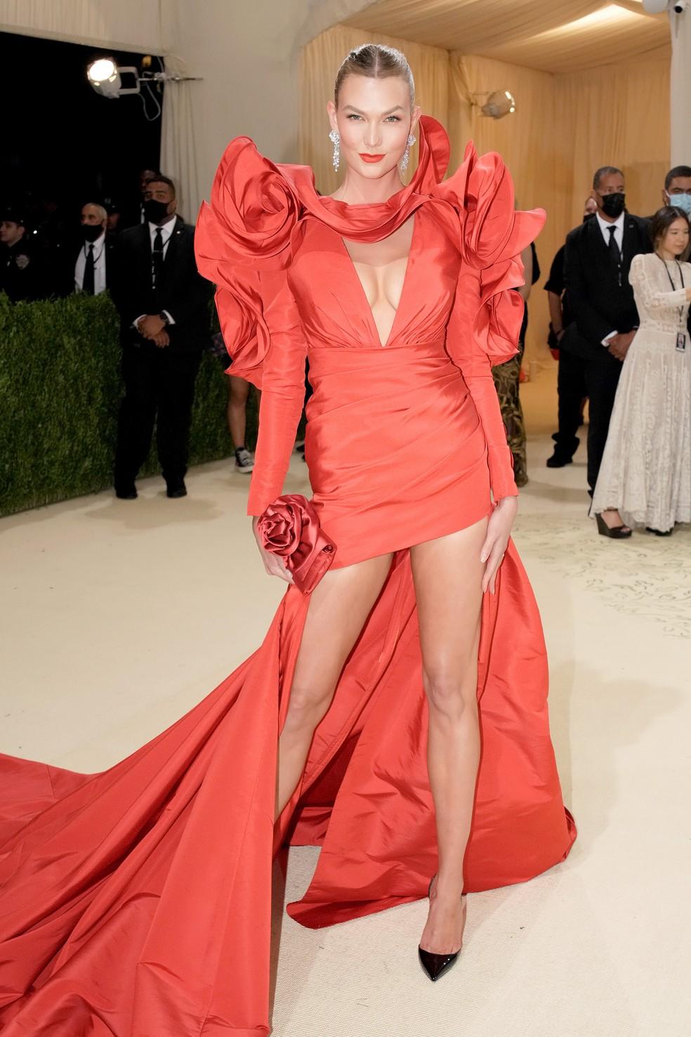 A modelo Karlie Kloss no Met Gala, em NY — Foto: eff Kravitz/FilmMagic/ Getty Image