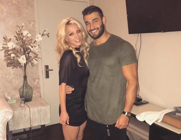 Namorado da Britney Spears apoia cantora após internação clínica - Quem | QUEM News
