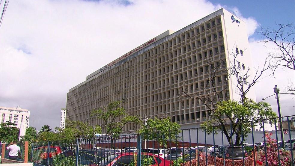 Garoto está internado no Hospital da Restauração, na área central do Recife (Foto: Reprodução/TV Globo)