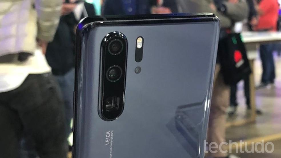 Huawei P30 Pro: câmera com zoom de até 50x é um dos destaques do celular — Foto: Nicolly Vimercate/TechTudo