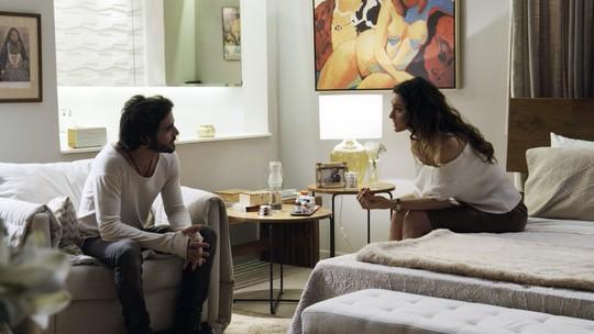 Ruy diz a Joyce que Ivana é lésbica