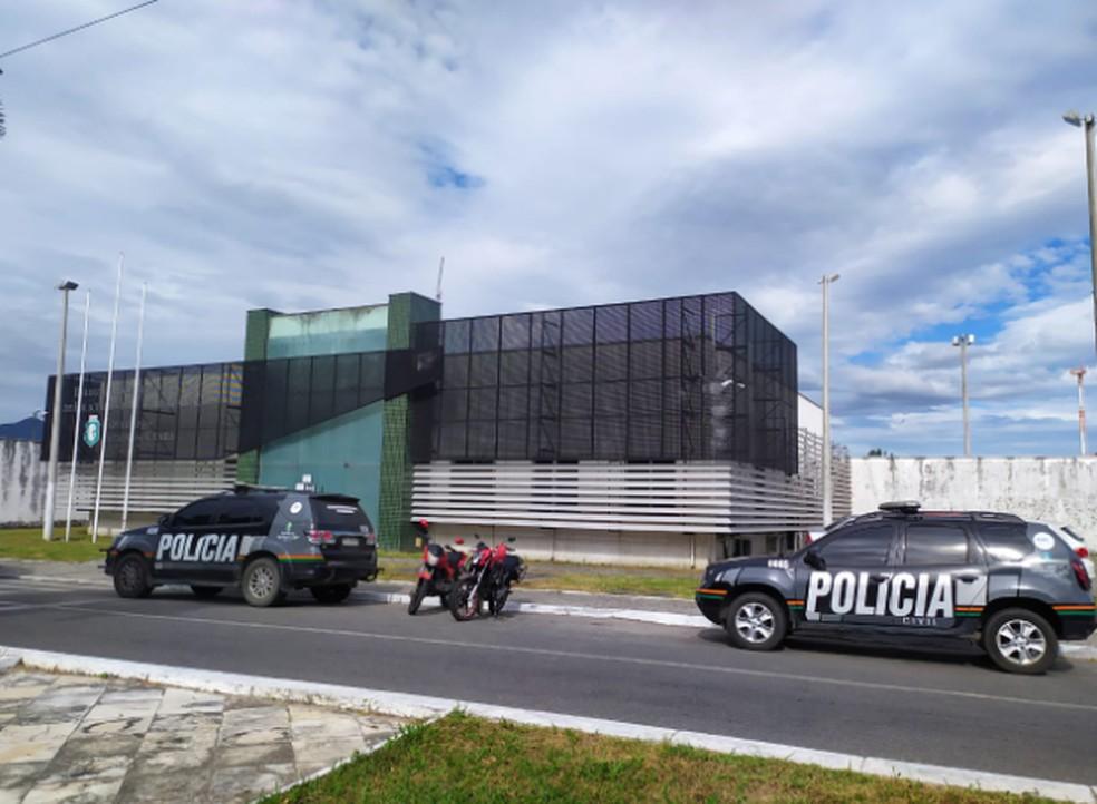 Polícia Civil em Pacatuba investiga grupo que expulsava moradores de um condomínio. — Foto: Hallison Ferreira/Sistema Verdes Mares