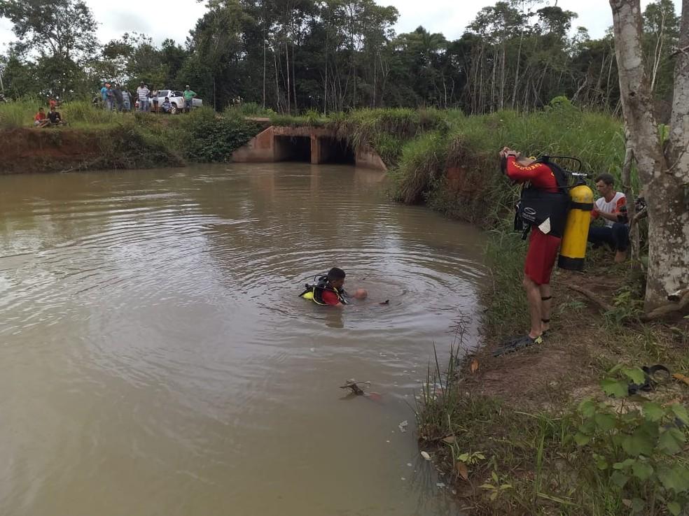 Bombeiros encontraram bebê em poço — Foto: Polícia Civil-MT/Assessoria