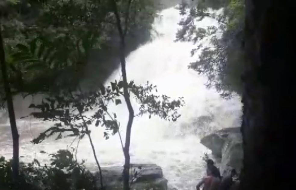 Visitantes registraram cabeça d'água em cachoeira de Guapé (MG) — Foto: Reprodução/EPTV