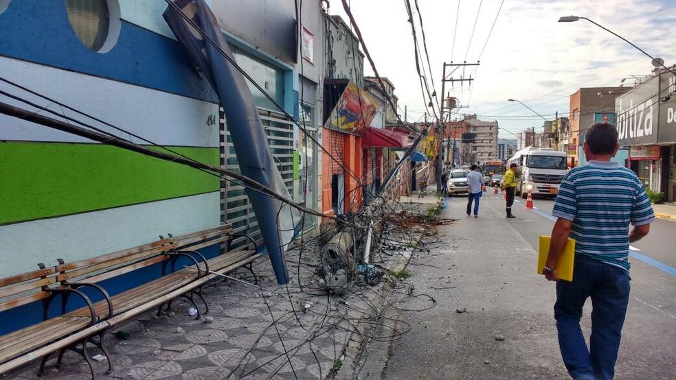 Trecho da rua ficou interditado após acidente  (Foto: Ricardo Sabanae/Arquivo Pessoal )