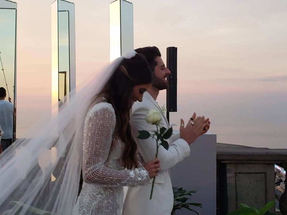 Romana e Alok no casamento no Cristo — Foto: Santuário do Cristo Redentor
