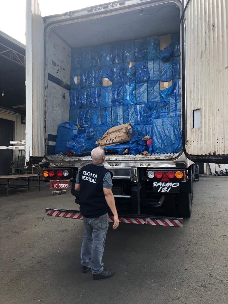 Homem é preso com 800 caixas de cigarros contrabandeados em Sertaneja