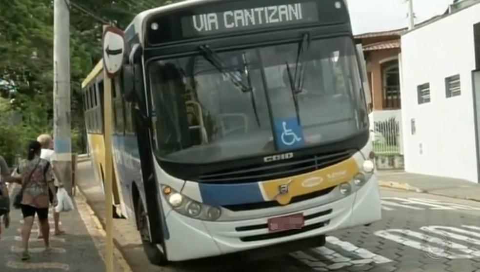 Moradores reclamam das más condições do transporte coletivo de Piraju — Foto: Reprodução/TV TEM