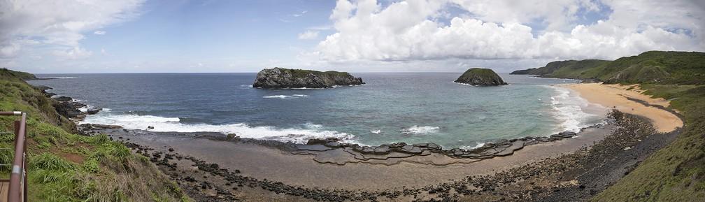 Vista panorâmica do mirante da Praia do Leão, em Fernando de Noronha — Foto: Fábio Tito/G1