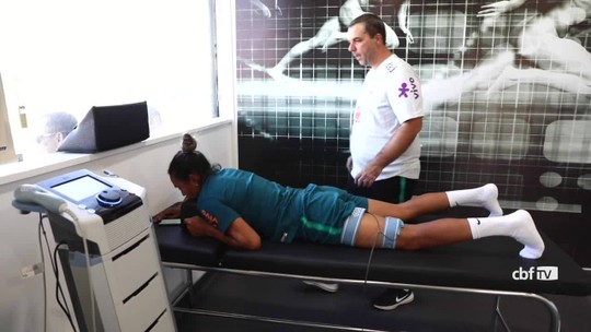 Sem Marta em campo, Vadão comanda quarto treino da Seleção feminina em Portugal