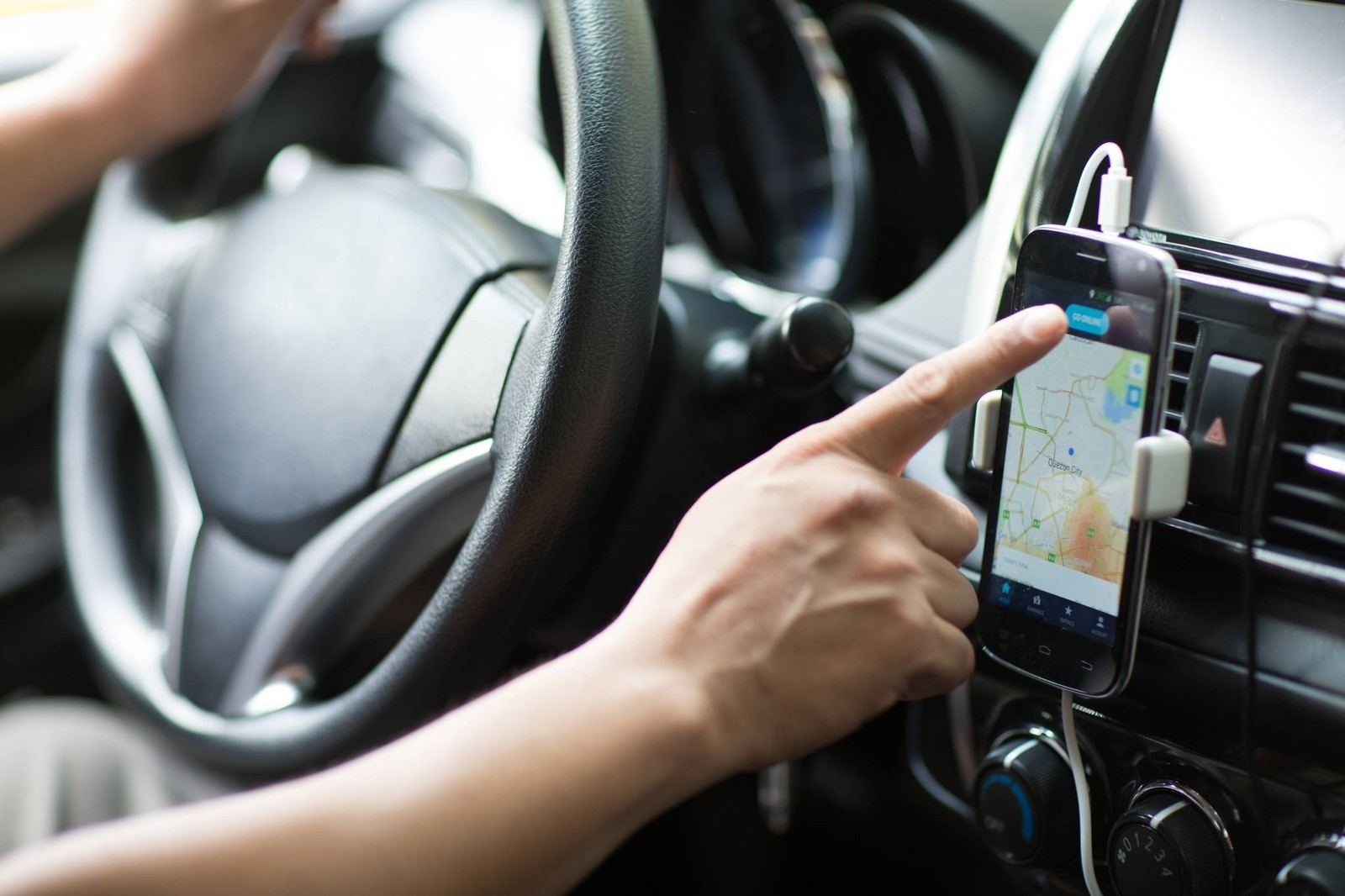 Prefeitura começa a fiscalizar veículos de motoristas de aplicativos