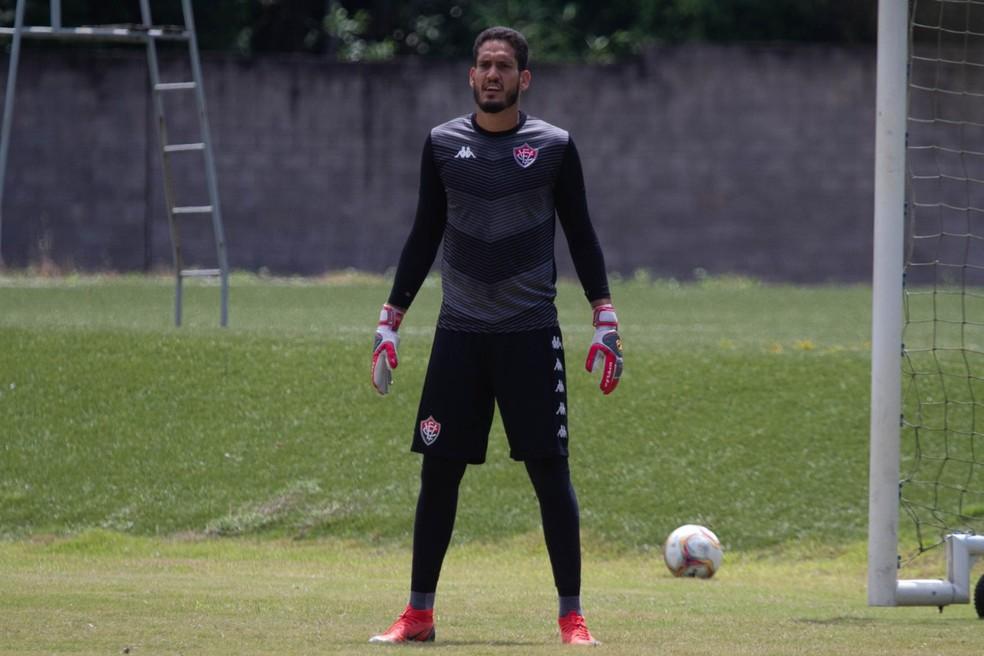 Goleiro ainda não atuou na temporada por estar em negociação para renovação de contrato — Foto: Letícia Martins / Divulgação / EC Vitória