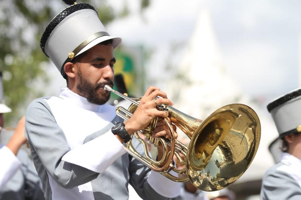 Músico de banda marcial durante desfile cívico pela Avenida Mascarenhas de Morais, na Zona Sul do Recife, durante celebração do 7 de Setembro, no Recife (Foto: Marlon Costa/Pernambuco Press)