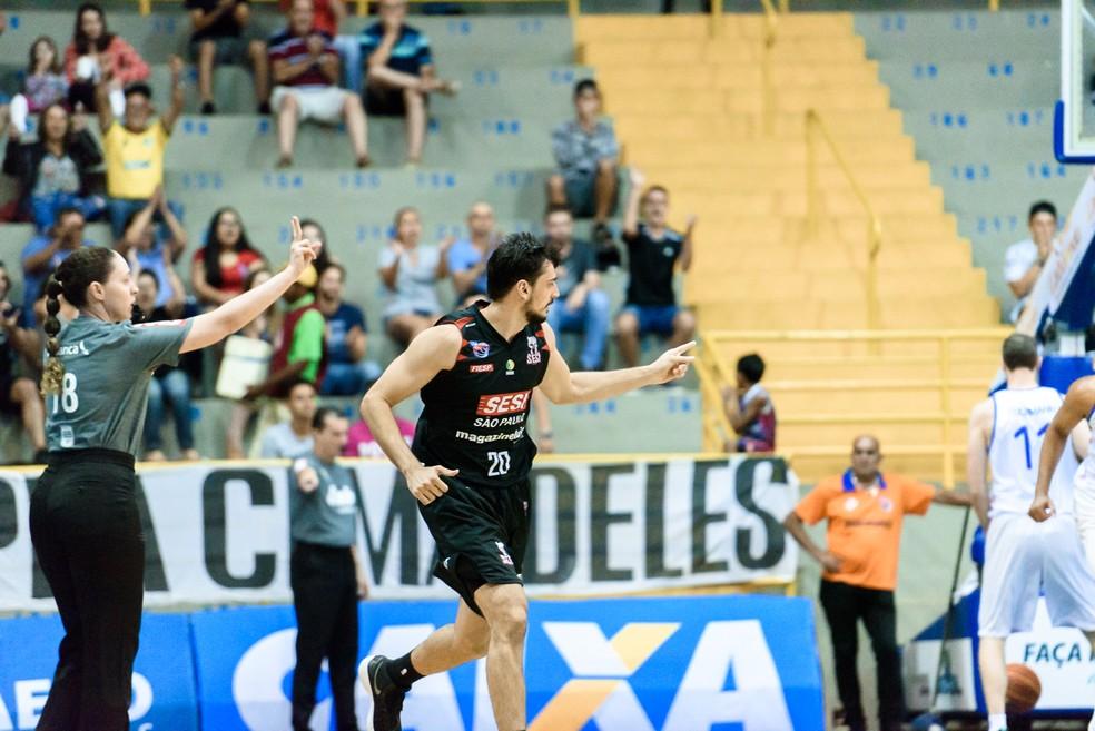 Gruber foi um dos destaques do Franca, com 11 pontos e nove rebotes (Foto: Newton Nogueira)