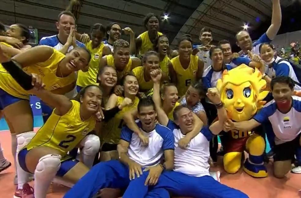 Seleção colombiana comemora vitória contra o Brasil e vaga no Mundial — Foto: Reprodução