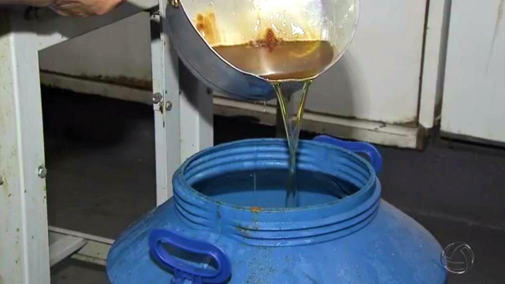 Estabelecimentos que utilizam óleo de cozinha vão ter de implantar um programa para coletar e depois destinar esse material para a reciclagem (Foto: Reprodução/TV Morena)