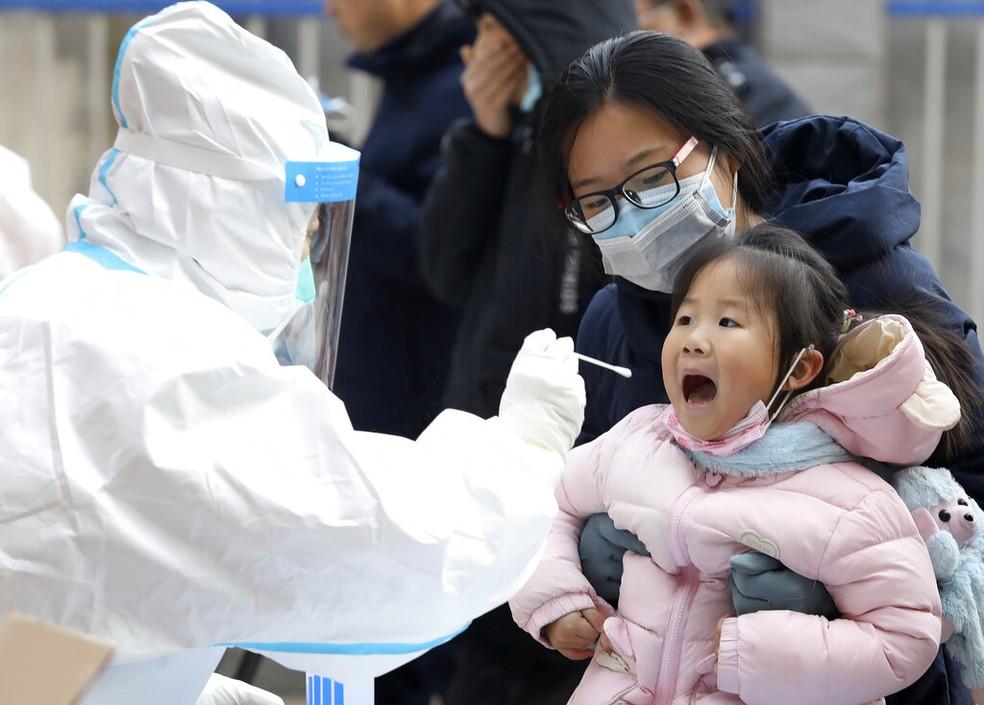Surto de covid-19 continua ameaçando província próxima a Pequim, na China |  Mundo | Valor Econômico