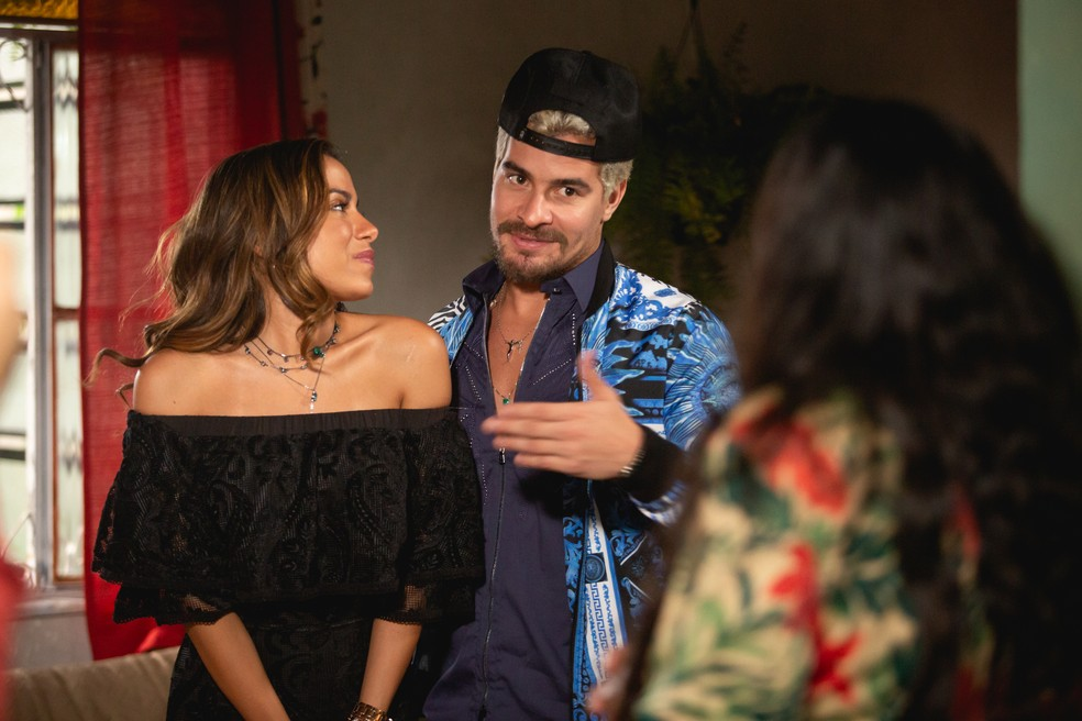 Anitta e Regina Casé contracenaram juntas em 'Amor de Mãe', mas as duas se conhecem há tempos — Foto: Fabiano Battaglin/Gshow Rio