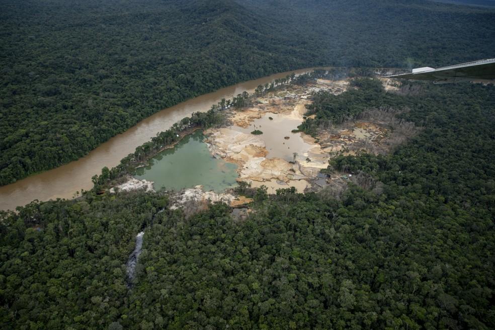 Campo de garimpo na Terra Yanomami — Foto: Divulgação