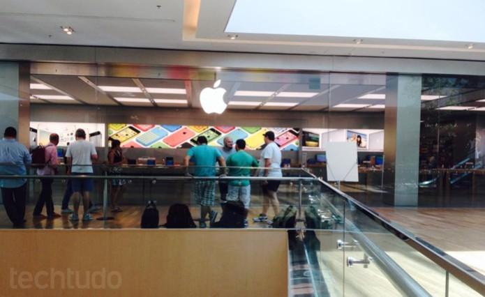 Fila começa a ser formar para a abertura da Apple Store no Village Mall (Foto: Thadeu Avila / TechTudo)