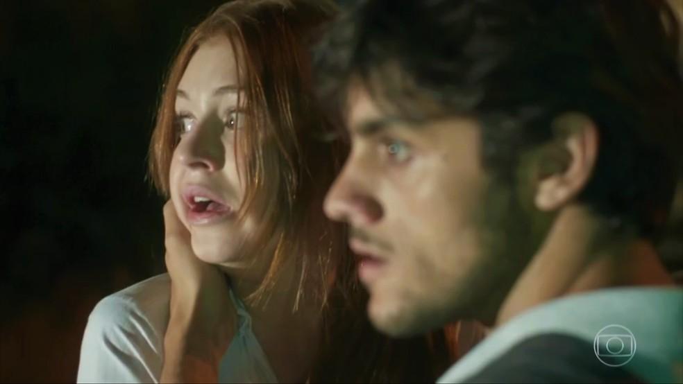 Eliza (Marina Ruy Barbosa) sofre atentado e é salva por Jonatas (Felipe Simas) — Foto: TV Globo