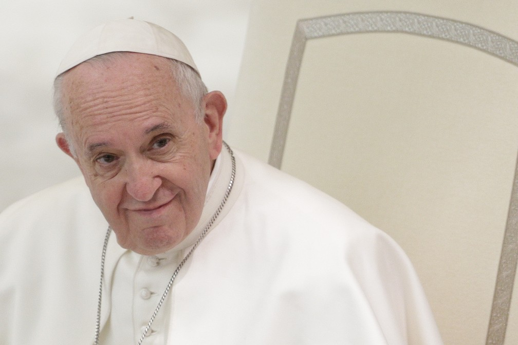 Papa Francisco disse que ' dar mais importância ao adjetivo (gay) do que ao substantivo (homem) não é bom' — Foto: AP Photo/Andrew Medichini