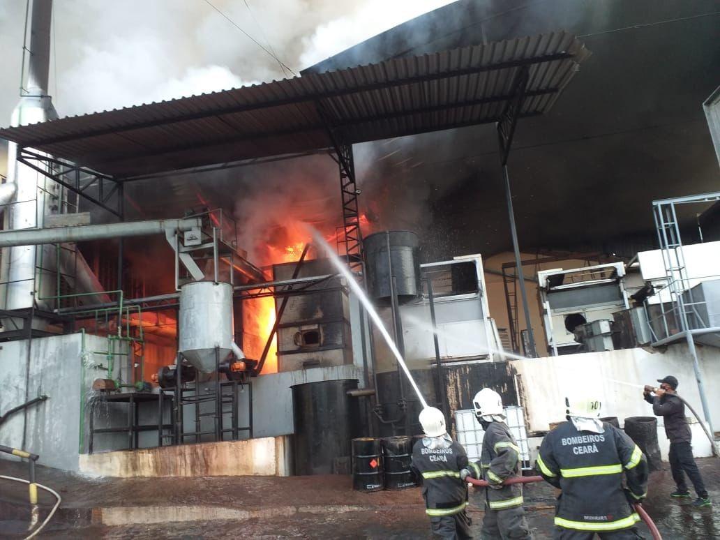 Incêndio atinge fornalhas de indústria em Forquilha, no Ceará; vídeo