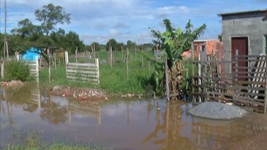'Eu vou ter de recomeçar', diz vítima de enchente em Mogi que está abrigado em escola da cidade