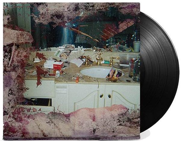 A capa do disco do pupilo de Kanye West mostrando o banheiro de Whitney Houston (Foto: Divulgação)