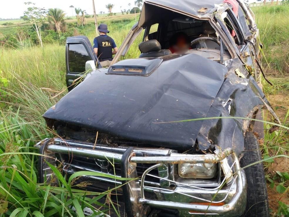 Uma pessoa morreu no acidente  (Foto: Divulgação/PRF-AC)