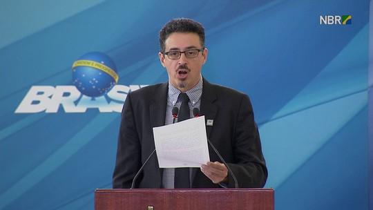 Sérgio Sá Leitão toma posse como ministro e diz que cultura é 'antídoto' contra crise