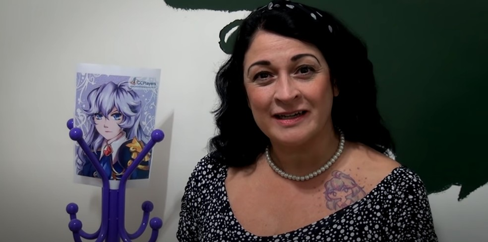 Tânia Gaidarji, a Bulma de Dragon Ball/Z, é um dos grandes nomes da dublagem que participou do jogo — Foto: Reprodução/YouTube Level Up - Jogos Online Gratuitos