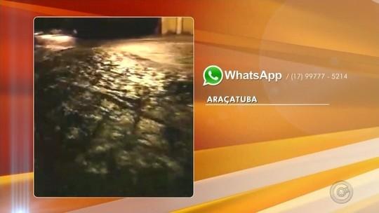 Forte chuva alaga parte de rua em Araçatuba